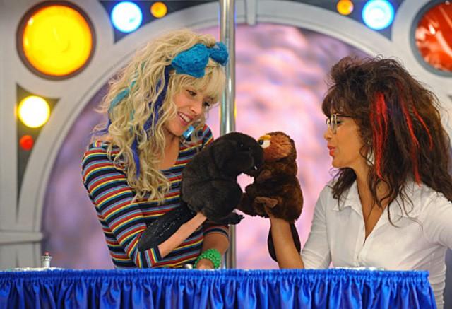 Cobie Smulders e Nicole Scherzinger in un momento dell'episodio Glitter di How I Met Your Mother