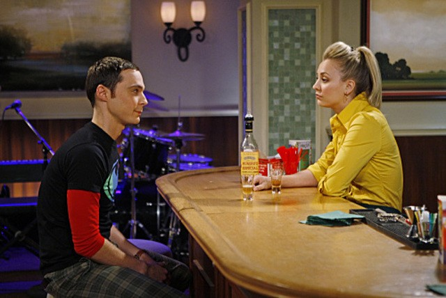 Jim Parsons e Kaley Cuoco nell'episodio The Apology Insufficiency di The Big Bang Theory
