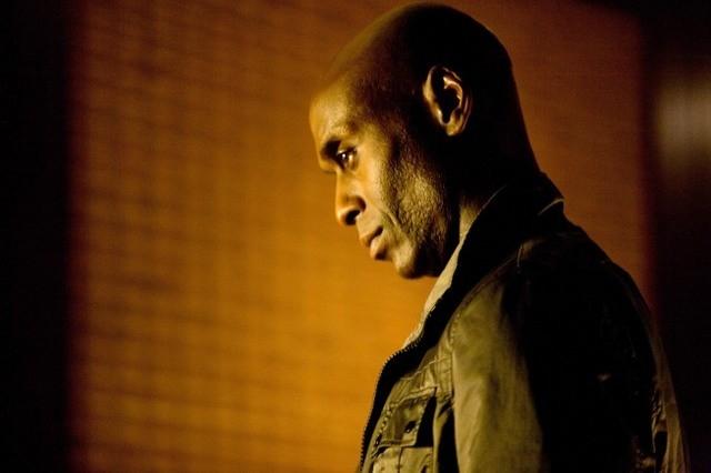 Lance Reddick nell'episodio Amber 31422 di Fringe