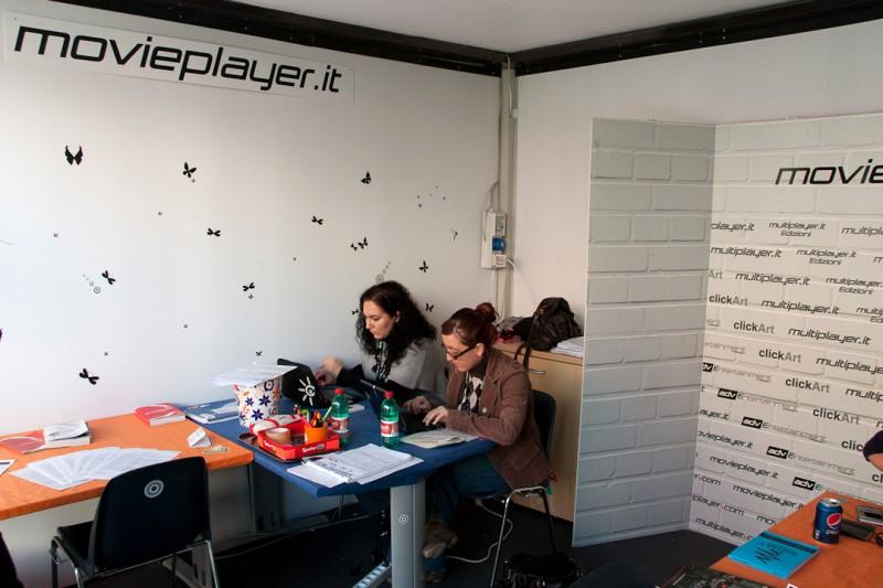 Festival di Roma 2010: Luciana Morelli e Angela Cinicolo al lavoro nello stand di Movieplayer.it