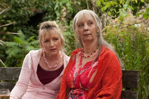 Lesley Manville e Ruth Sheen nel film Another Year
