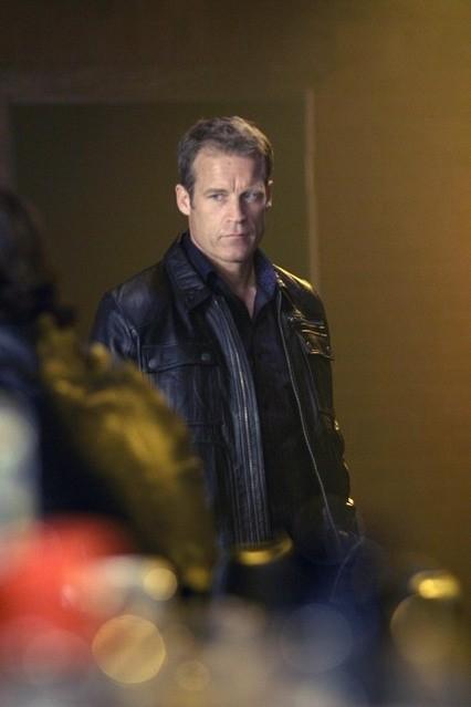 Mark Valley in una scena dell'episodio The Wife's Tale di Human Target