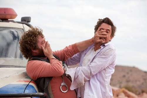 Robert Downey Jr e Zach Galifianakis, partner bizzarri nel road movie Due Date