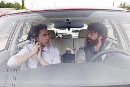 Robert Downey Jr e Zach Galifianakis nella commedia Due Date