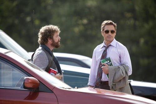 Zach Galifianakis e Robert Downey Jr in una scena della commedia Due Date