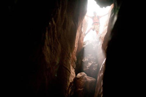 Una scena del film 127 Hours con James Franco
