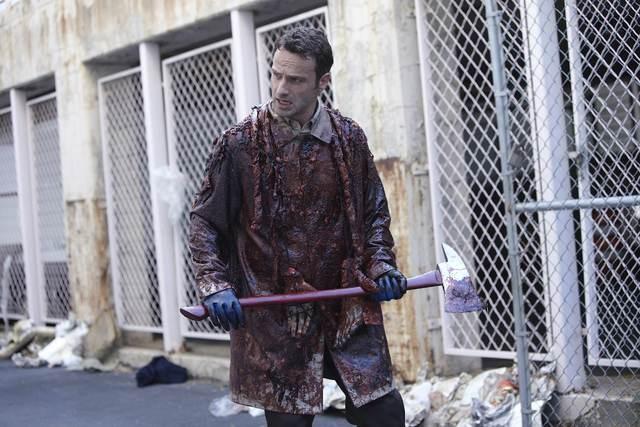 Andrew Lincoln in un'immagine dell'episodio Una via d'uscita di The Walking Dead