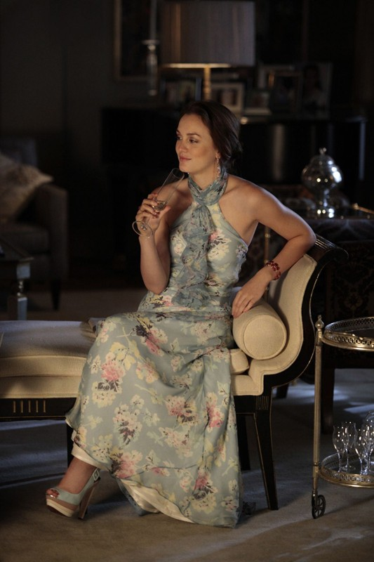 Blair (Leighton Meester) sorseggia il suo drink nell'episodio Juliet Doesn't Live Here Anymore di Gossip Girl