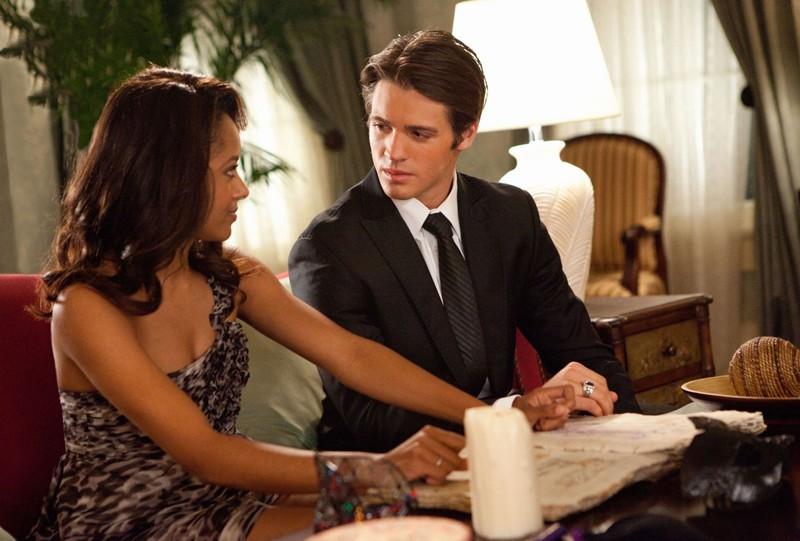 Bonnie (Katerina Graham) e Jeremy (Steven R. McQueen) nell'episodio Masquerade di Vampire Diaries