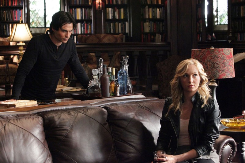 Ian Somerhalder e Candice Accola in un momento dell'episodio Masquerade di Vampire Diaries