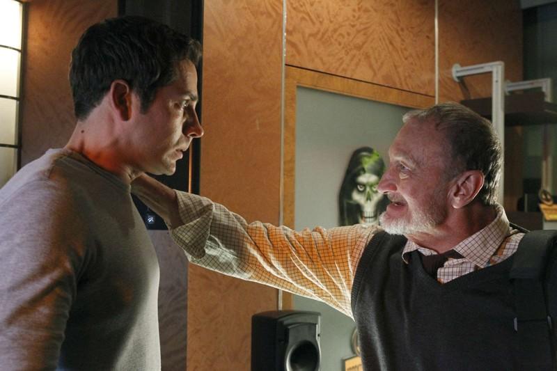 Robert Englund parla con Zachary Levi nell'episodio Chuck Vs. The Aisle of Terror