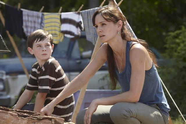 Sarah Wayne Callies e Chandler Riggs in una scena dell'episodio Bentornato papà di The Walking Dead