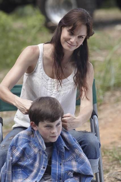Sarah Wayne Callies e Chandler Riggs nell'episodio Bentornato papà di The Walking Dead