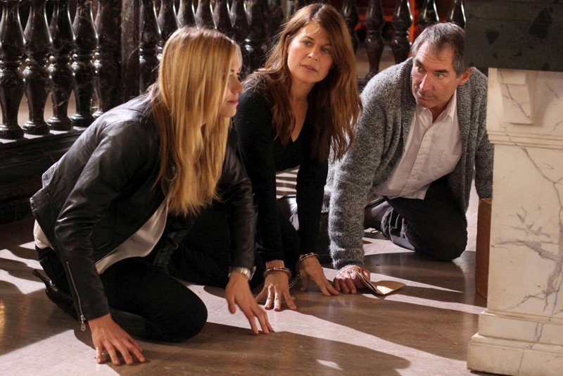 Yvonne Strahovski, Linda Hamilton e Timothy Dalton nell'episodio Chuck Versus the First Fight