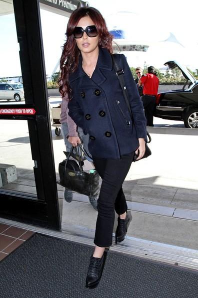 Cheryl Cole arriva a Los Angeles International Airport e si fa strada per prendere un volo in partenza