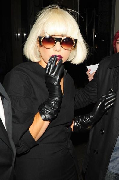 Lady Gaga esce dal suo albergo di Londra dirigendosi al Bikram Yoga