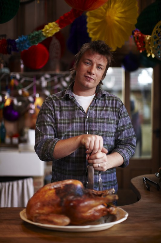 Lo chef inglese Jamie Oliver in una immagine dello show Jamie's Family Christmas