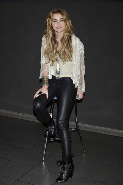Miley Cyrus partecipa a una convention con i fans presso il cinema Ideal a Madrid