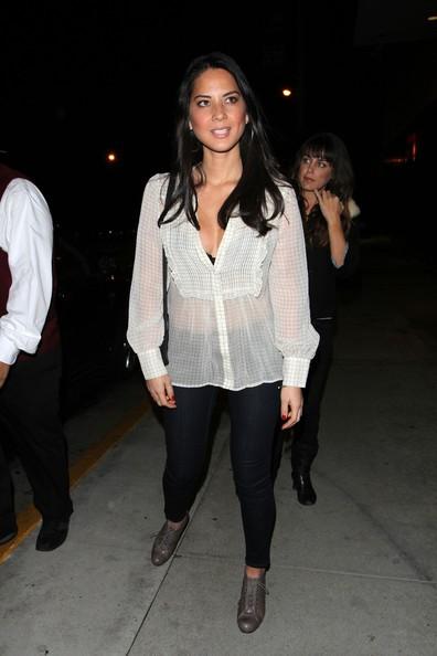 Olivia Munn trascorre il suo Sabato sera al lounge Bardot West Hollywood