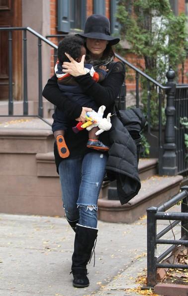 Sandra Bullock passa un giorno insieme al suo bimbo adottivo Louis, a New York