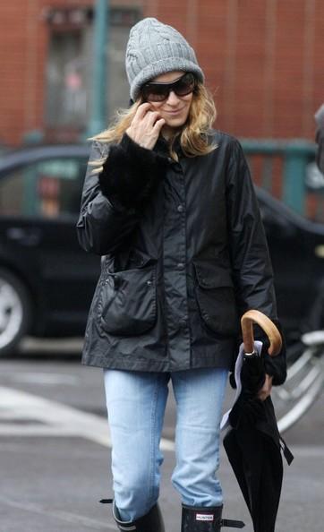 Sarah Jessica Parker cammina per le strade autunnali di New York