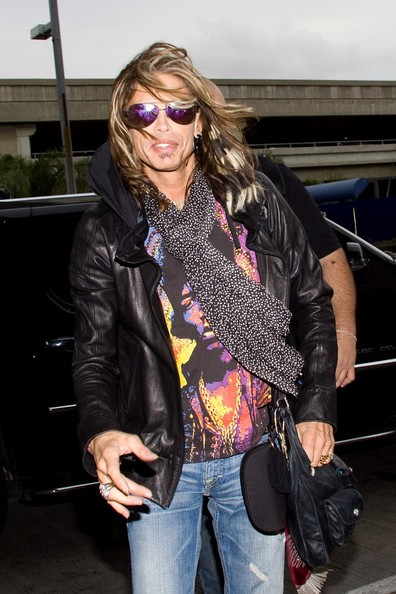 Steven Tyler si prepara a partire dal Los Angeles International Airport