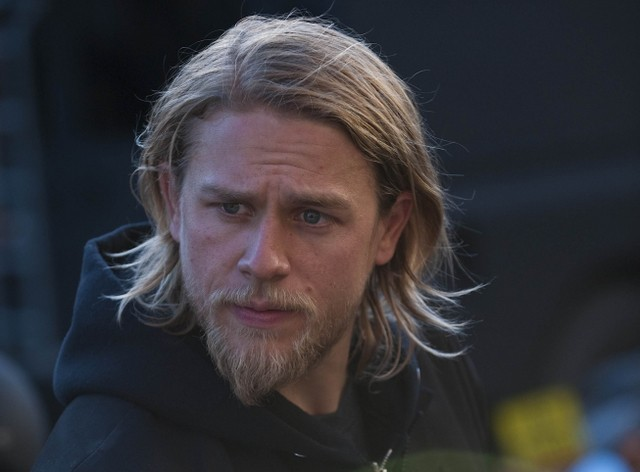 Charlie Hunnam in Sons of Anarchy nell'episodio Turas