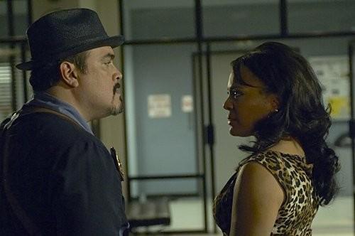 David Zayas e Lauren Velez in una scena dell'episodio Circle Us della quinta stagione di  Dexter