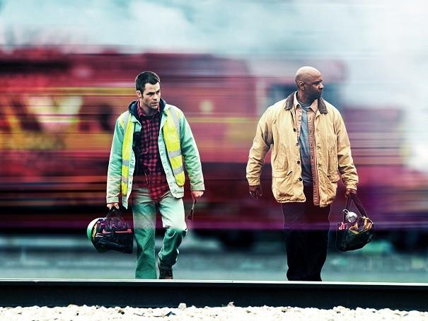 Denzel Washington e Chris Pine in una scena di Unstoppable