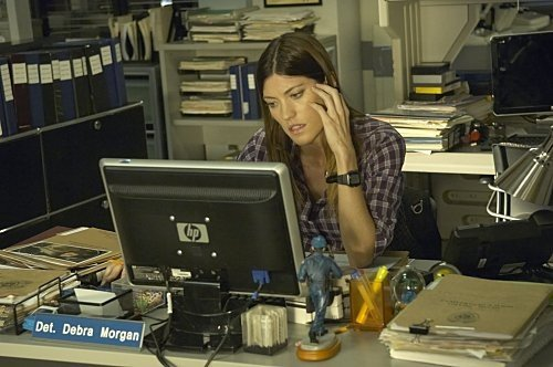 Jennifer Carpenter in una scena dell'episodio Circle Us della quinta stagione di  Dexter