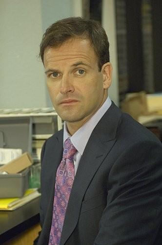 Jonny Lee Miller in una scena dell'episodio Circle Us della quinta stagione di  Dexter