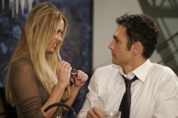 Martina Stella e Raoul Bova in una scena della commedia Ti presento un amico