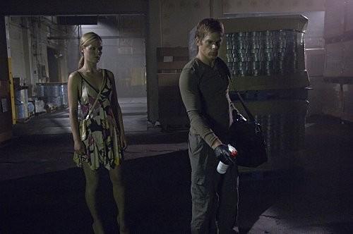 Michael C. Hall e Julia Stiles n una scena dell'episodio Everything is Illumenated della quinta stagione di Dexter