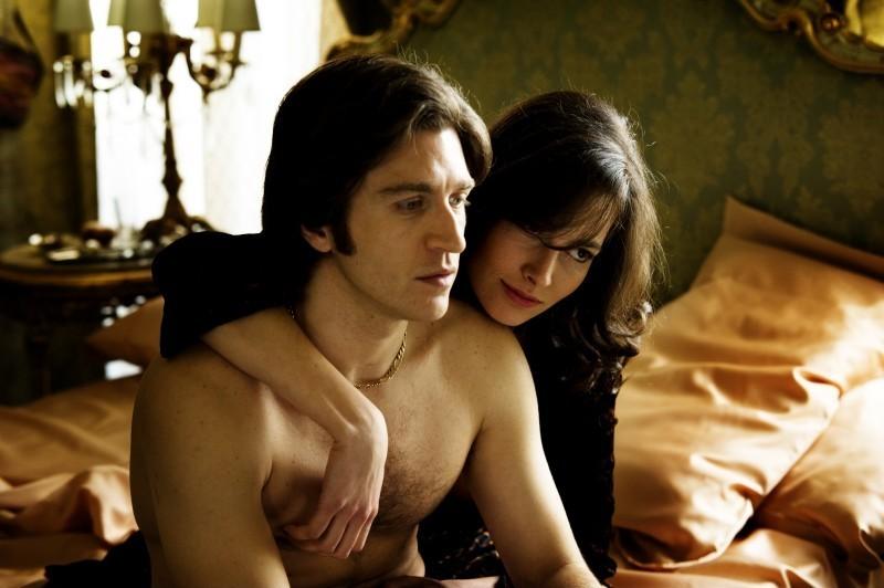 Alessandro Roja (Dandi) con Daniela Virgilio (Patrizia) in Romanzo Criminale - La serie