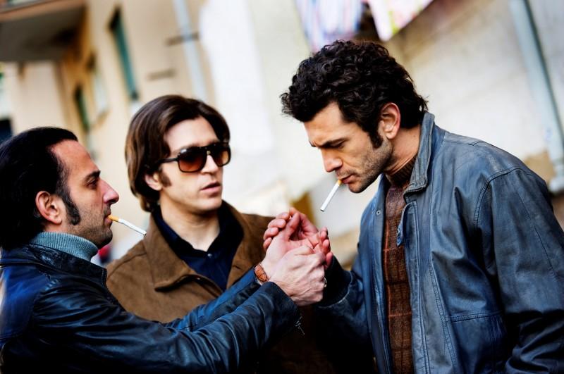 Alessandro Roja tra Riccardo De Filippis e Vinicio Marchioni in Romanzo Criminale - La serie