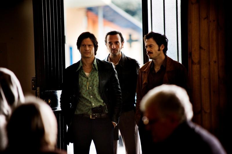 Andrea Sartoretti (Bufalo) con Riccardo De Filippis e Mauro Meconi in Romanzo Criminale - La serie