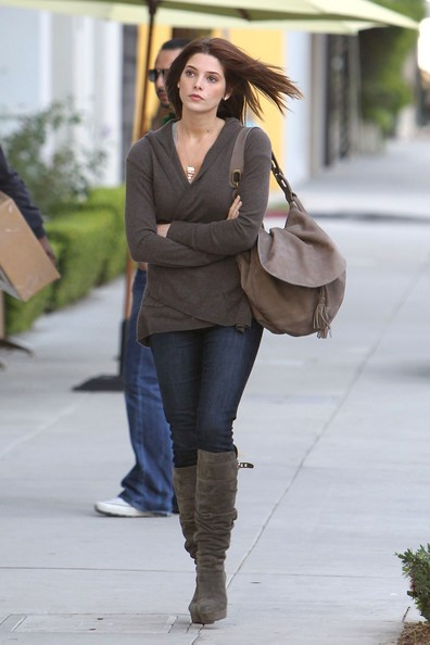 Ashley Greene in giro per le strade di Beverly Hills