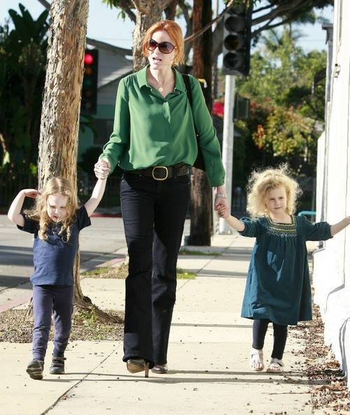 Marcia Cross durante alcune commissioni con le figlie Eden e Savannah in Santa Monica