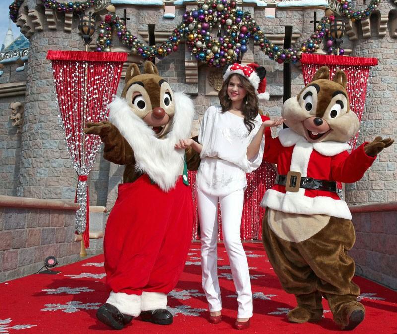 Selena Gomez al Disney Parks Christmas Day Parade in Anaheim, il 6 Novembre 2010