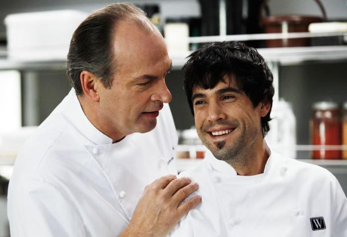 Herbert Knaup e Unax Ugalde nel film Bon Appetit