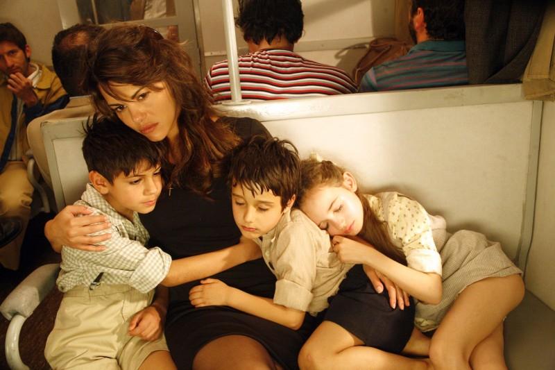 Bianca Guaccero con i suoi bambini nella fiction Mia madre