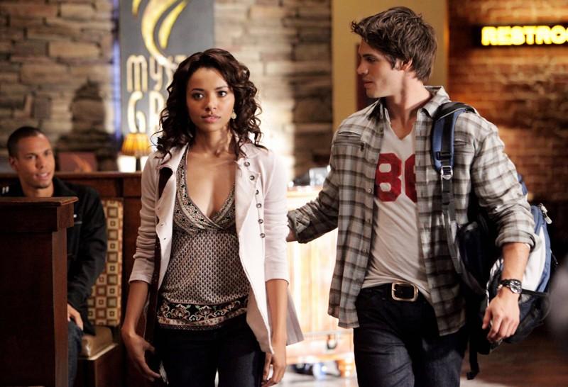 Bonnie (Katerina Graham) e Jeremy (Steven R. McQueen) nell'episodio Katerina di Vampire Diaries