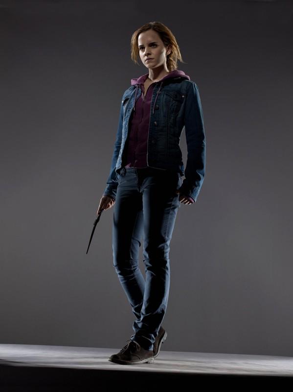 Una foto promo di Emma Watson (Hermione Granger) per il film I Doni della Morte - parte 1