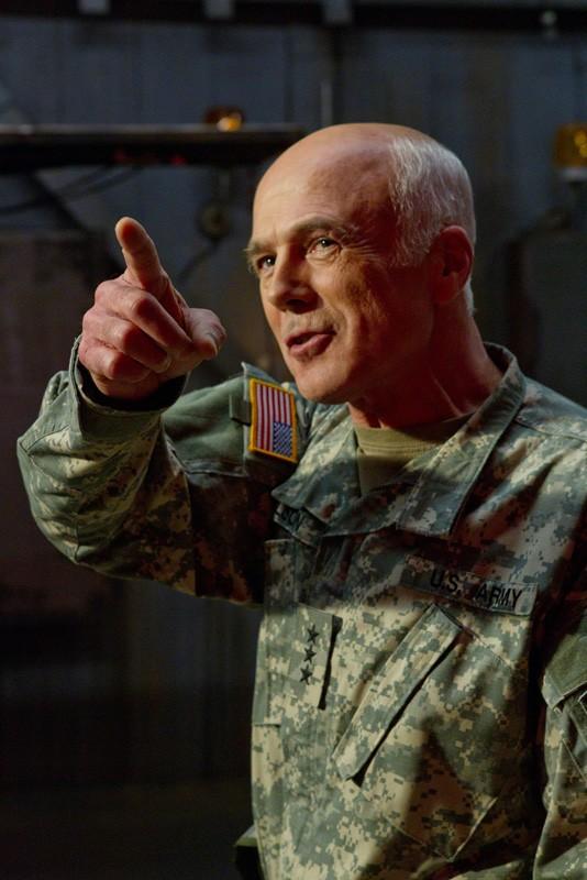 Il Colonnello Slade (Michael Hogan) nell'episodio Patriot di Smallville