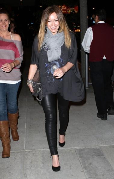 Hilary Duff con amici a cena al Boa Steakhouse in West Hollywood