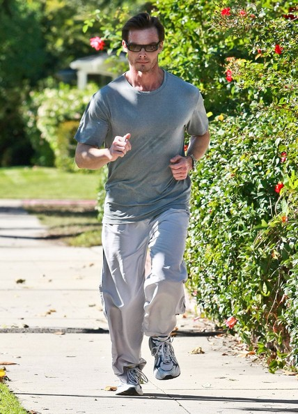 Peter Facinelli fa jogging a Toluca Lake, in California