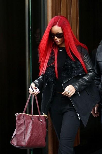 Rihanna lascia il suo hotel di New York