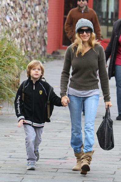 Sarah Jessica Parker e il figlio, durante il tragitto verso la scuola