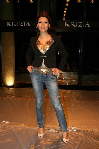 Una sorridente Silvia Burgio durante la fashion week milanese del 2009