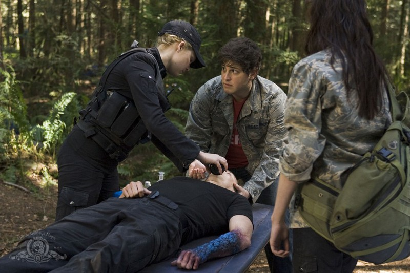 Alaina Kalanj, David Blue e Brian J. Smith in Cloverdale di Stargate Universe